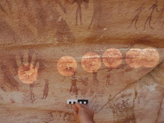 Wadi Sūra II壁畫中的手。(來源:LiveScience)